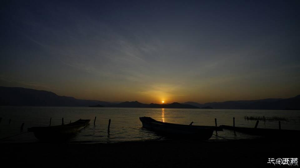 泸沽湖晨曲