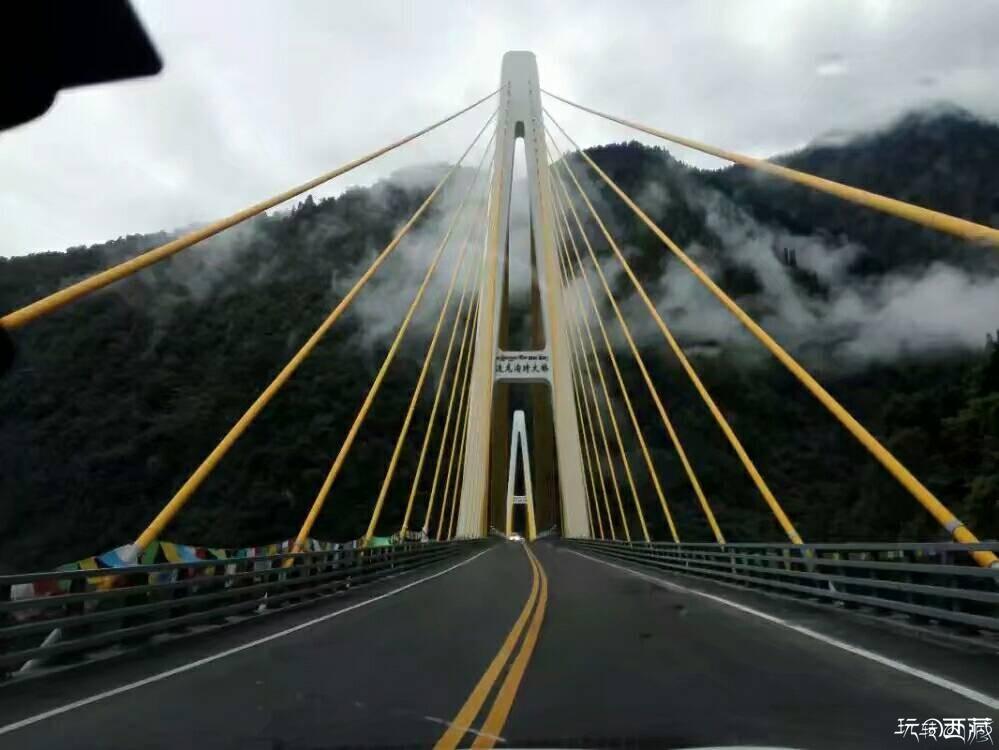 川藏线上一路风景一路艰险