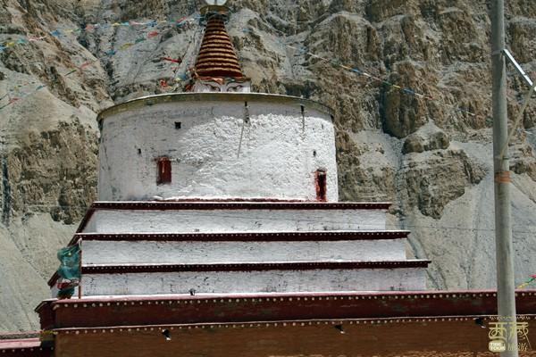 西藏山南-噶唐本巴齐佛塔,西藏